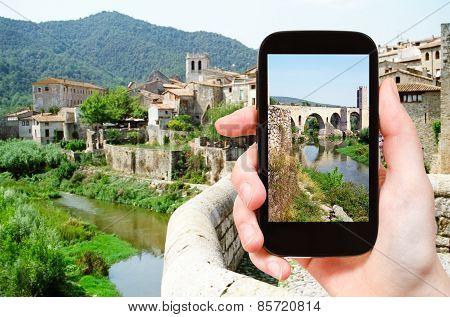 Tourist Photographs Of Bridge In Besalu Town