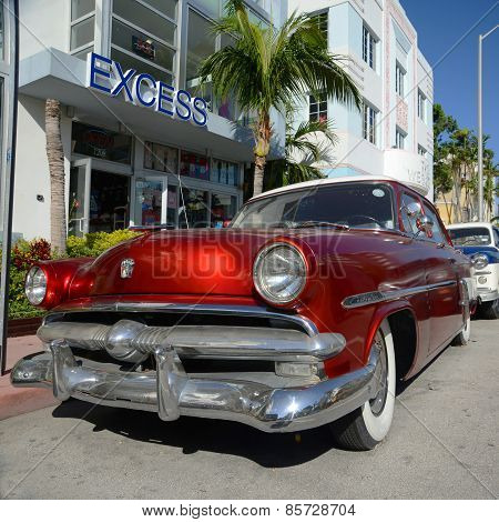 1952 Ford Customline in Miami Beach