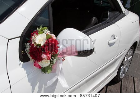 White Car : Just Married Wedding Sign