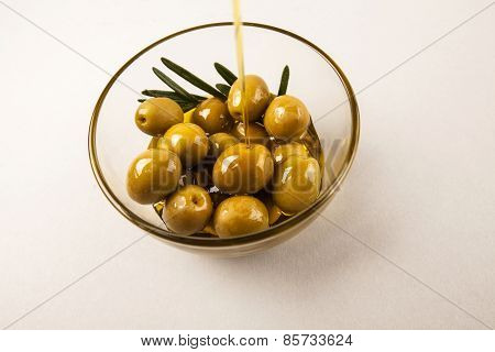 olives in bowl isolated