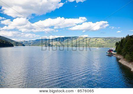 Izvorul Muntelui Lake