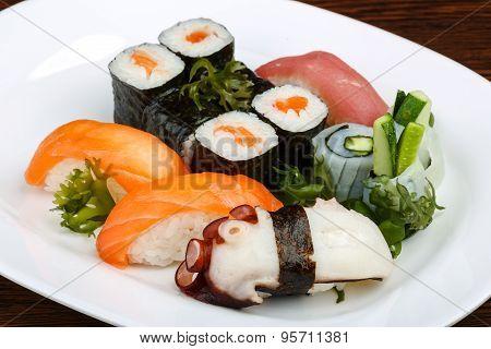Sushi And Rolls Set