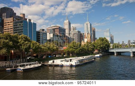 Melbourne.., Australia.. - December 30, 2014: Yara River Runs Th