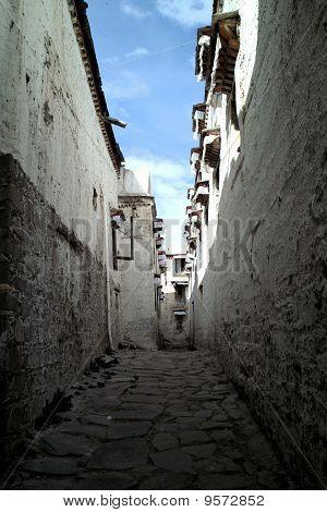 Tibet Tashilhunpo Alley
