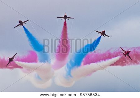 blue and red display team Making Clouds