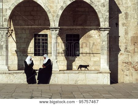 Arab Women Sit At The Wall Of The Temple