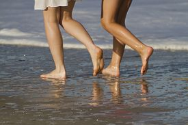 picture of wet feet  - Two young women - JPG