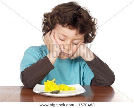 Niño comer aburrido