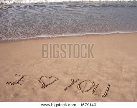 Eu te amo escrito em Sandy Beach