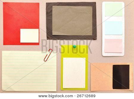Notas de recordatorio sobre el papel de colores brillante