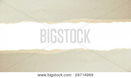 Rasgado de papel - cartón gris rasgado aparte mostrando subyacente de la capa