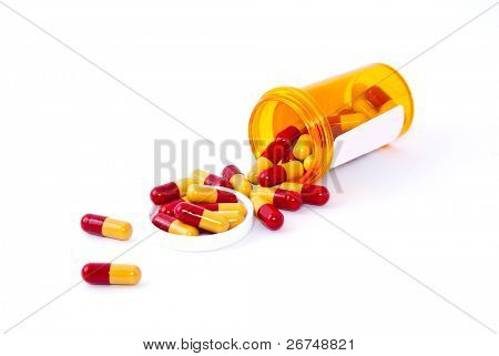 Pills spilling aus Pille Flasche isolated on White.