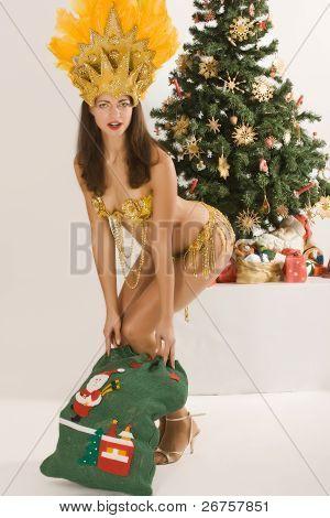 Menina do samba do Papai Noel com saco