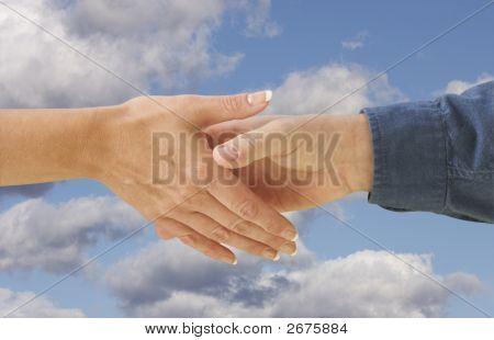 Mann und Frau, die Hände schütteln