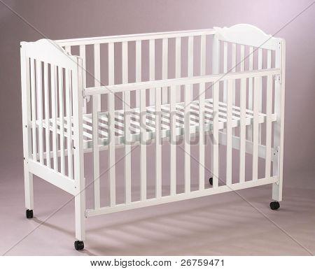 Cuna de madera del bebé.