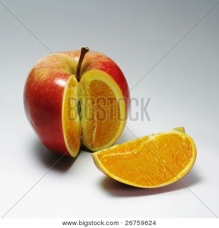 Apple mit orange Inhalt 2
