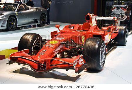 Ginebra - 7 de marzo: Bólido de Ferrari F1 en exhibición en el 79 o International Motor Show Palexpo-Ginebra