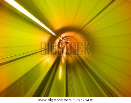 Indo através do túnel subterrâneo (Aeroporto de Zurique)