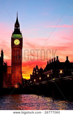 Berühmte Clock Tower mit Big Ben in London, Großbritannien.