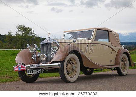 """VOLKETSWIL - 15 de agosto: Coche de la Rolls Royce en el """"Oldtimer encuentro"""" anual en Volketswil, Switzerl"""