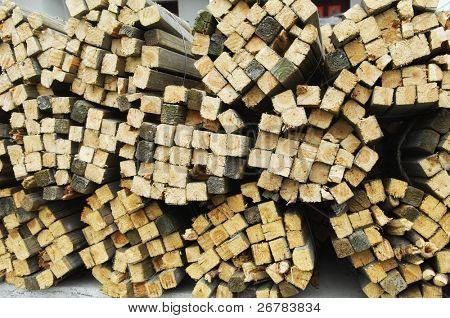 Ein Foto von einem Haufen von Holz
