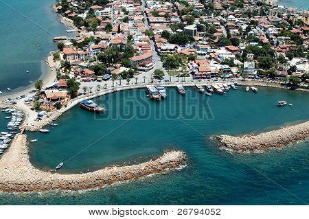 Erhöhte Ansicht der alten Stadt und Hafen von Antalya, Türkei