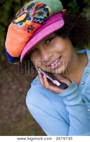Chica en el teléfono móvil
