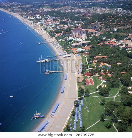 einen erhöhten Blick auf Antalya und das Meer