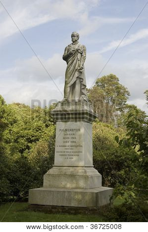 Estatua de Vizconde Palmerston, Southampton