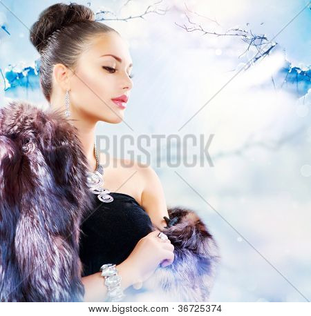 Fur Fashion. Winter Woman in Luxury Fur Coat