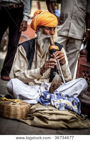 Foto calle snake charmer. India.