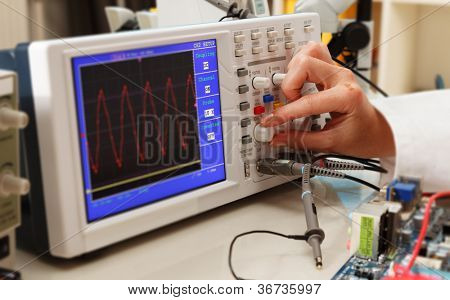Set up sync of the oscilloscope in the laboratory