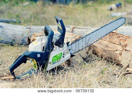 petrol-powered saw