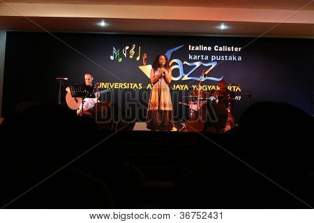 izaline calister in concert