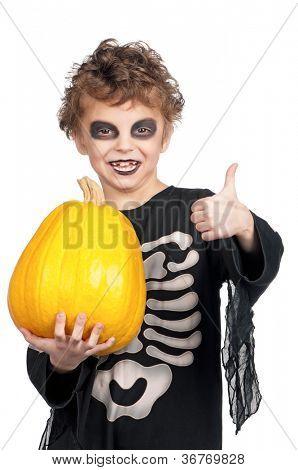 Retrato de menino, vestindo o traje de halloween com abóbora em fundo branco