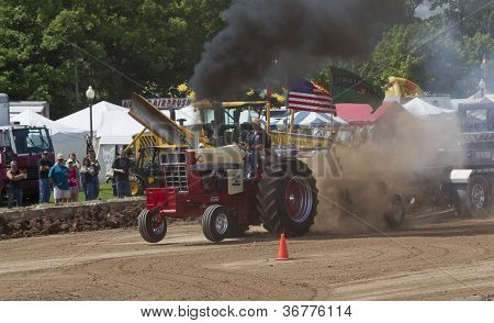 International Tractor Pulling Smoke Everywhere