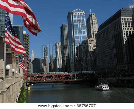 CHICAGO RIVER AND DOWNTOWN ARCHITECTURE