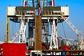 picture of oil rig  - Land drilling rig - JPG