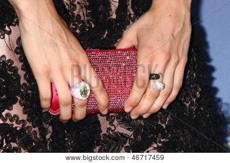 LOS ANGELES - 12 de junho: Francesca Eastwood chega no cristal e Lucy Awards 2013 na Beverly