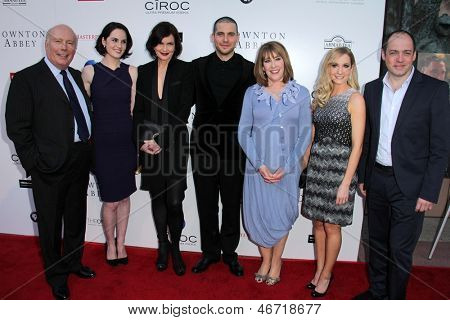 LOS ANGELES - 10 de JUN: Downton Abbey fundido en una noche con Downton Abbey en el H. Leonard Goldens