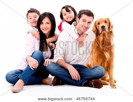 Glückliche Familie mit einem Hund - isolated over white background