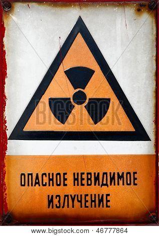 Radioactive warning sign in Russian