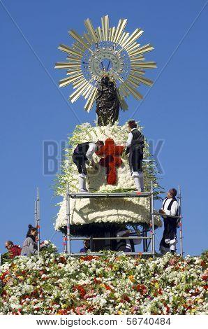 ZARAGOZA, SPAIN - OCTOBER 12: Pilar on October 12, 2006 in Zaragoza: offering to the Virgen del Pilar,  massive event held in Zaragoza in celebration of Spanishness Day  and the discovery of America