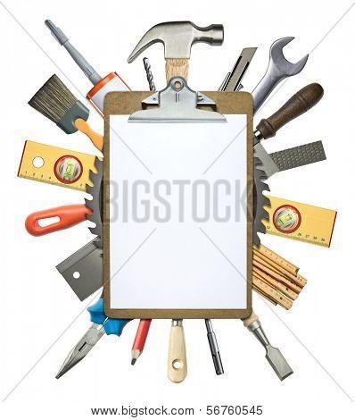 Carpintería, collage de construcción. Herramientas debajo de portapapeles.