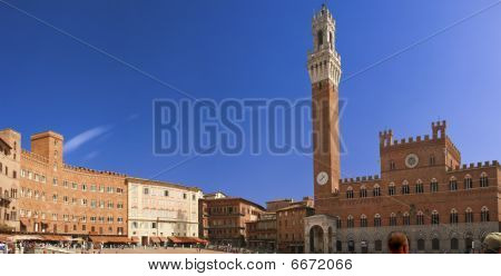 View Of  Famouse Siena Main Square
