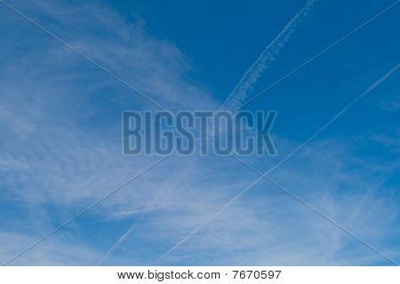 Belas nuvens no céu azul