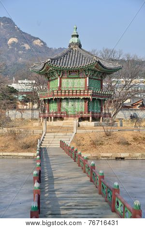 Seoul, Korea - January 06, 2014: Hyangwonjeong In Gyeongbok Palace In Seoul, Korea
