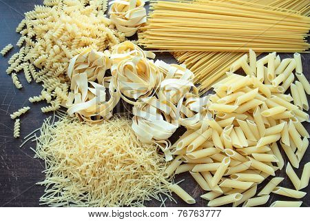 Mixed types and shapes of pasta
