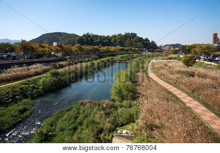 The river that ran next to the Jeonju Hanok Village. The architecture of the village houses is based on the traditional Korean 'hanok' houses