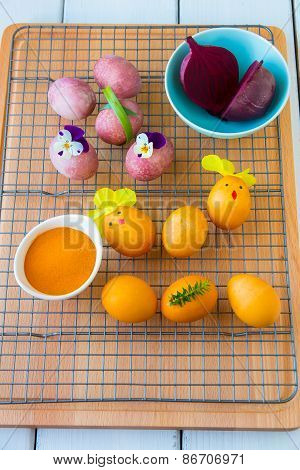 Dyeing Easter Eggs Natural Way.